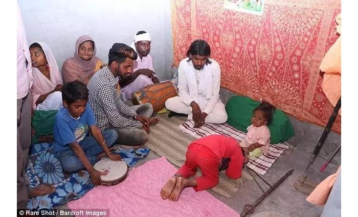 Mystery illness leaves man just 56cm tall, causes people to worship him as GOD (photos)