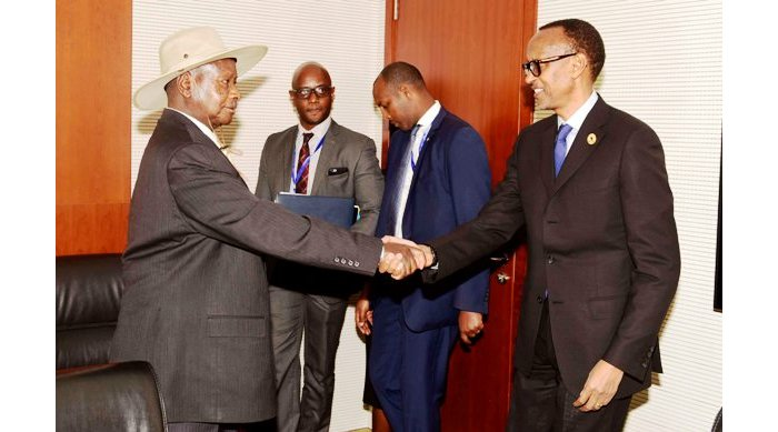 Kagame holds halks with Museveni at State House Entebbe